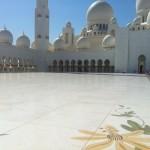 La mosquée d'Abu Dhabi peut accueillir 40 000 personnes. #abudhabi…