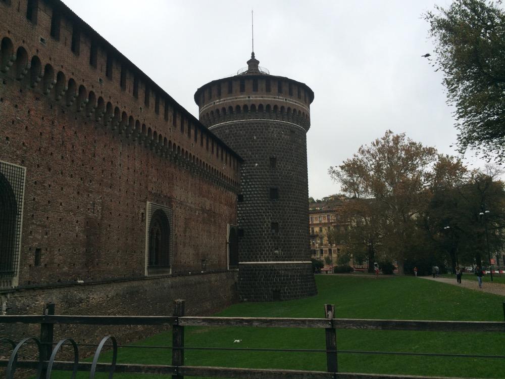 chateau Sforza tour milan