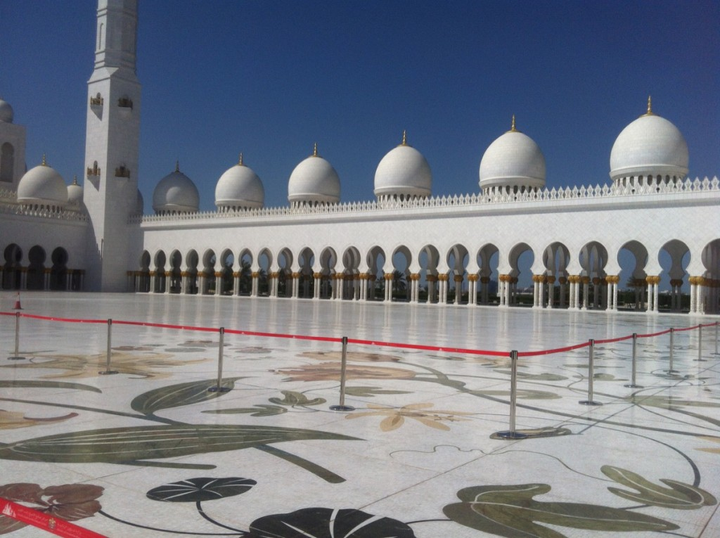 cour mosquee abu dhabi