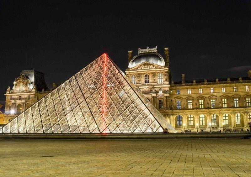 Le Louvre par nuit