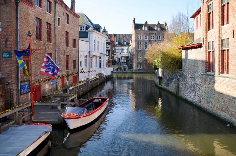 Bruges est ses canaux