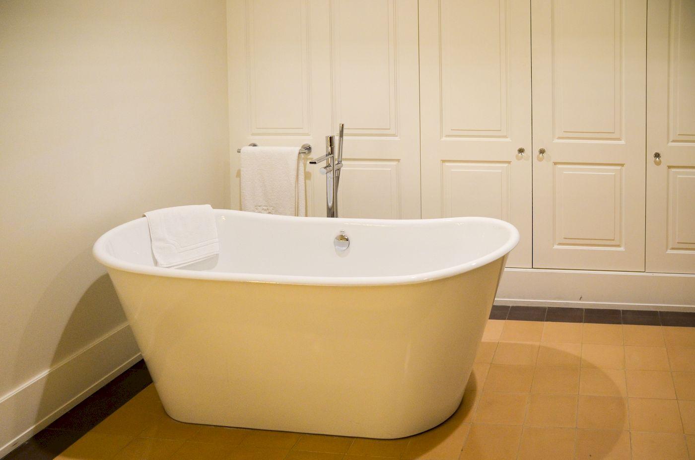 baignoire santiago de alfama lisbonne blog voyages. Black Bedroom Furniture Sets. Home Design Ideas