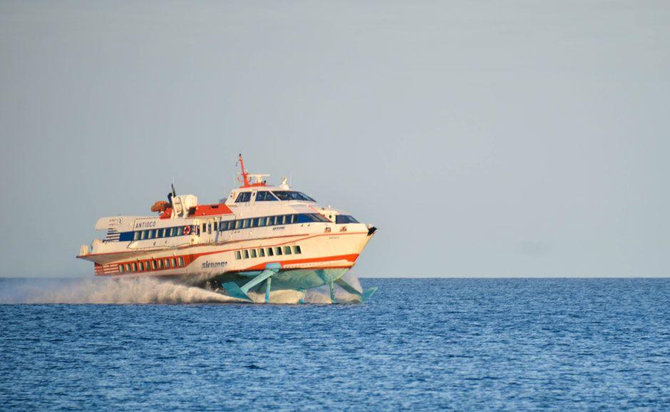 ferry-iles-eoliennes