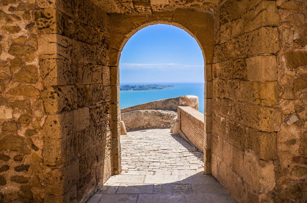 Alicante-Vue-Chateau-porte