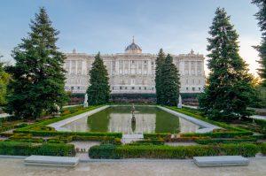 palais-royal-madrid-jardin