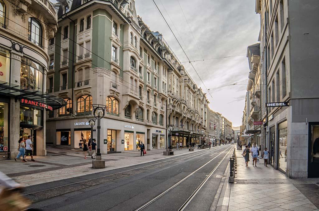 Visiter Genève - Rue commerçante