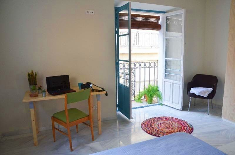 the-nomad-hostel-pension-seville
