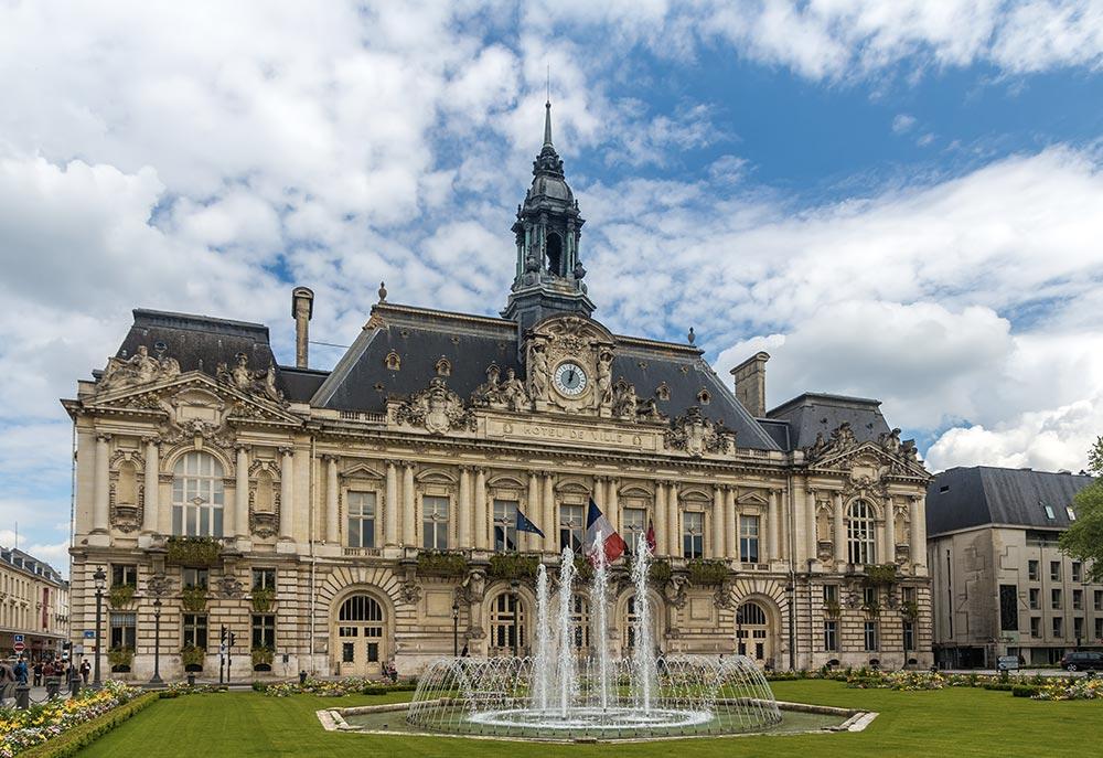 Visiter Tours - Hôtel de Ville
