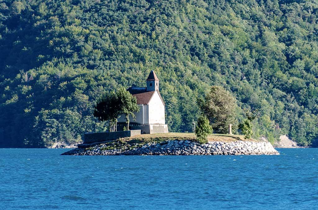 Serre-Ponçon - Baie Saint-Michel et chapelle
